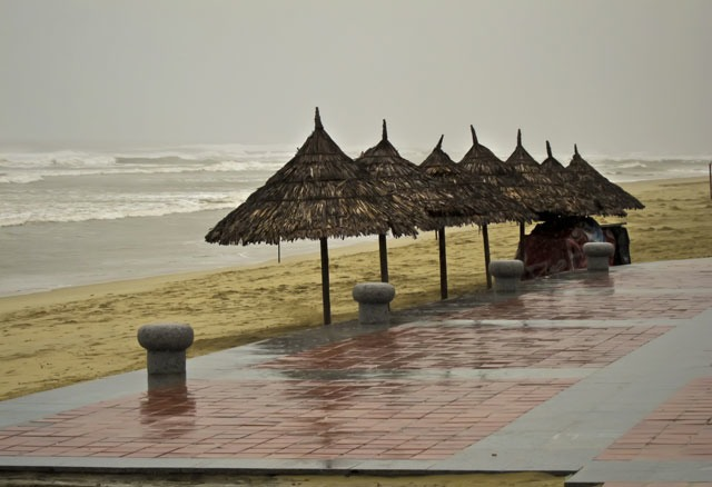 Rainy-Day-on-China-Beach2